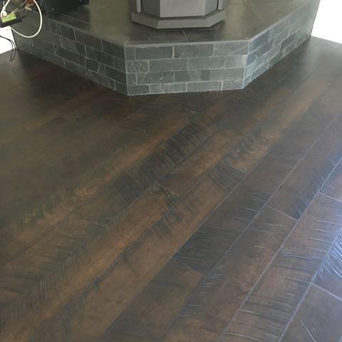 Pergo Outlast Molasses Maple 10mm Got 800 Sq Ft Installed In 1 Day Laminateflooring Engineeredfloori Installing Hardwood Floors Maple Floors Flooring