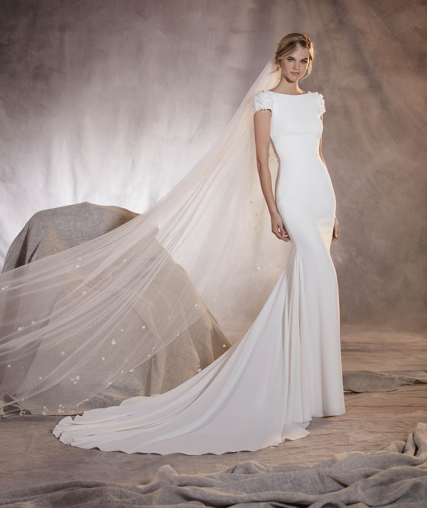 Agua - Short-sleeved mermaid-cut wedding dress with a plunging back ...