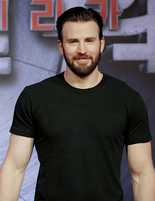 Chris Evans attends the Captain America: Civil War Korean Press Conference in Singapore on April 22, 2016.