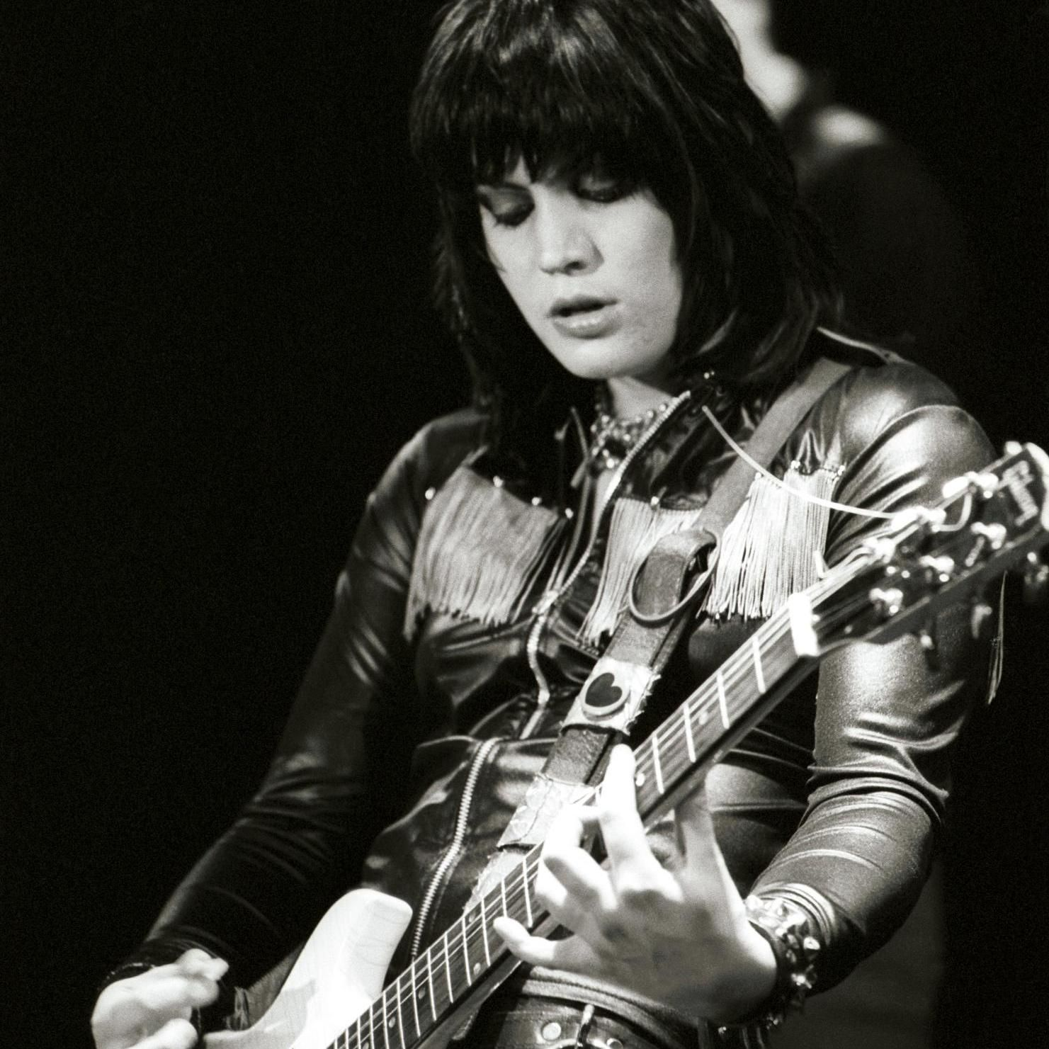 The gear and equipment used by Joan Jett is on Equipboard.