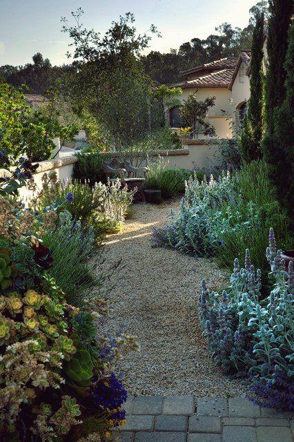 15 Faszinierende Ideen Fur Toskanische Garten Die Sie In Erstaunen Versetzen Werden In 2020 Toskanischer Garten Mediteraner Garten Mediterraner Garten