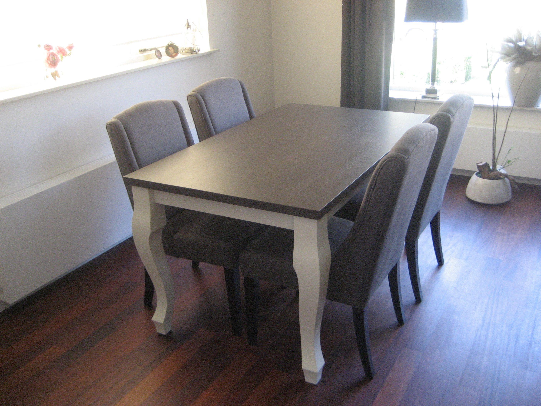 Queen anne tafel in modern jasje wit gespoten poten met grijs