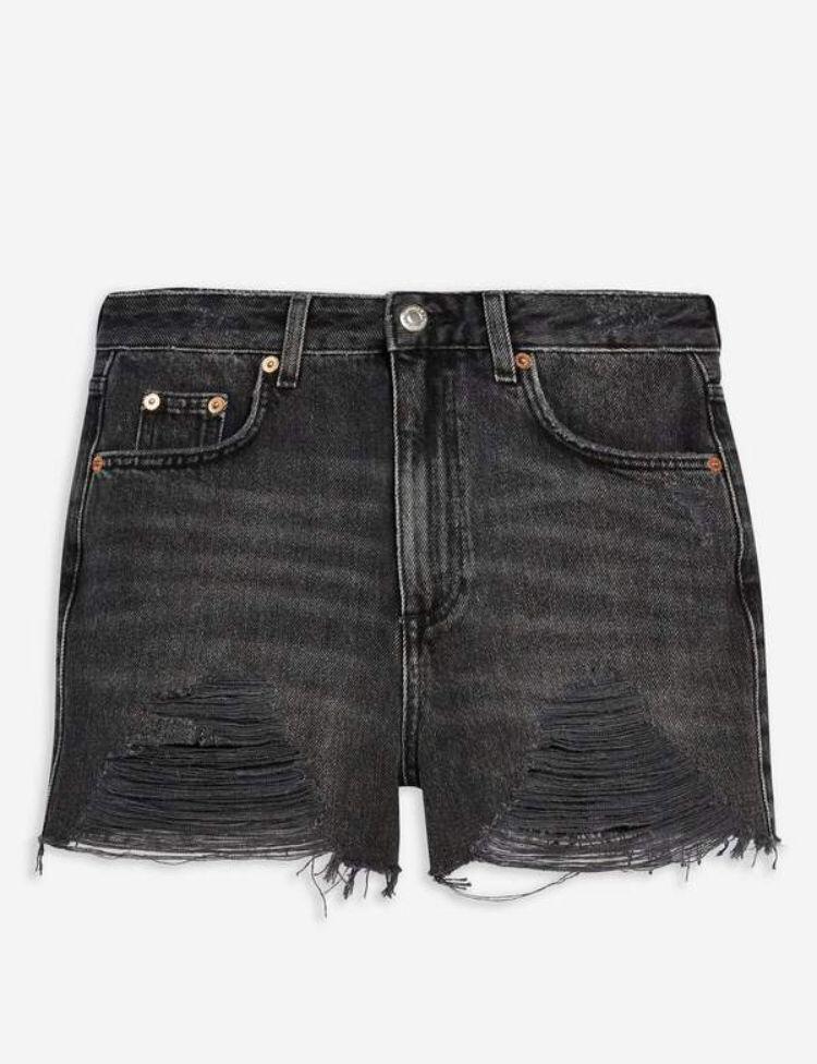 d303f6ab77 #topshop #momshorts #tall #tallwomen Black Denim Shorts, Denim Outfit, Rip