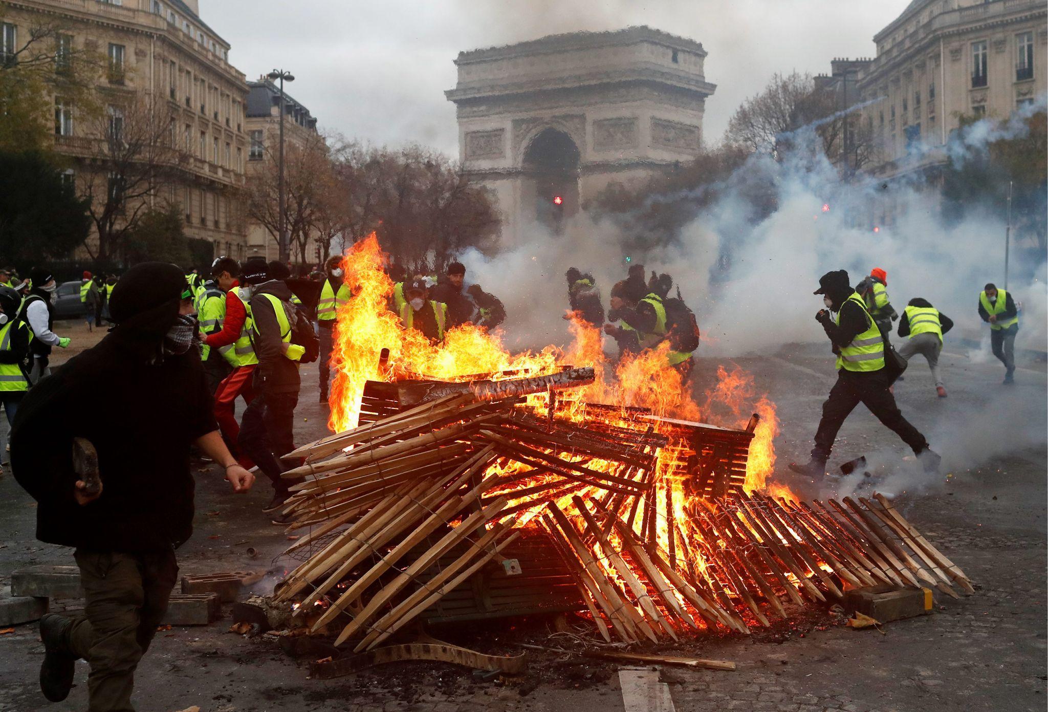 Yellow Jackets France Protest Threatens Macron Paris Protests Paris France