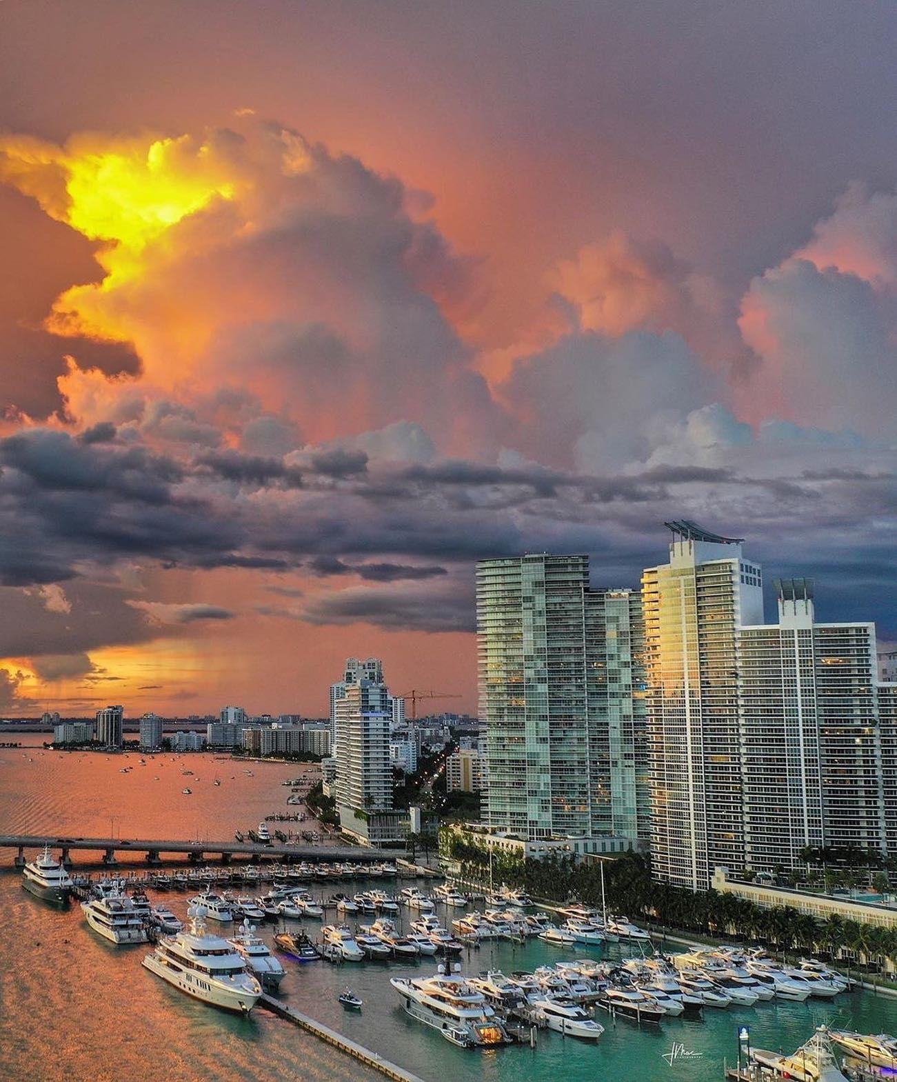 Nothing like a Miami sunset    @jasonmac7  #southbeachmiami #miamiguide #miamilife #miamirealtor #miamiart #miamistyle #miamidolphins #Miamiliving #miamibeachlife #miamibeachliving #miamibeachparty #miamibeachrealtor #miamibeaches #miamibeachcondos #miamiskyline #miamivibes #miamibeach #miami #miamisunset #sunsetlover #sunsetmadness #sunsetphotography
