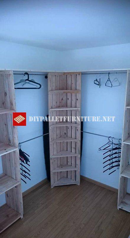 erstellt von justine brion dies ist ein kleiderb gel und regal f r kleidung nach ma mit einer. Black Bedroom Furniture Sets. Home Design Ideas