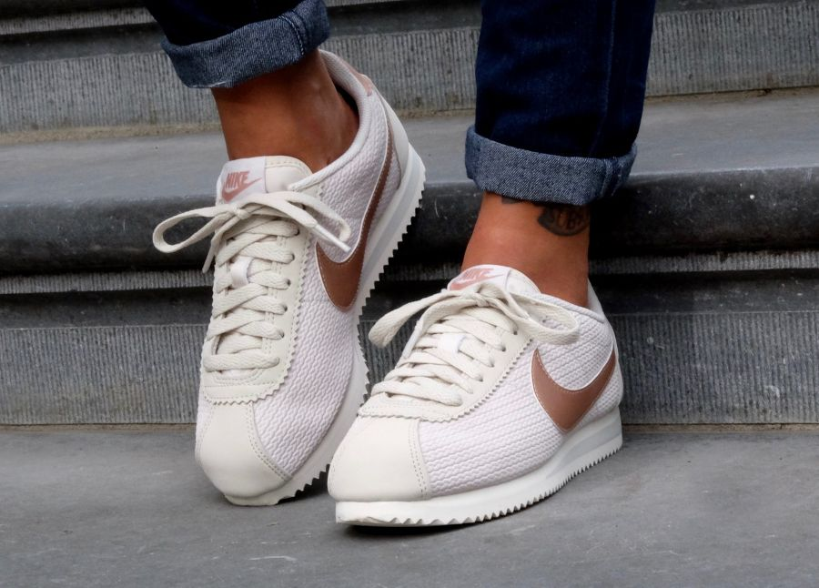Où trouver les Nike Cortez Leather Lux 'Metallic Red Bronze