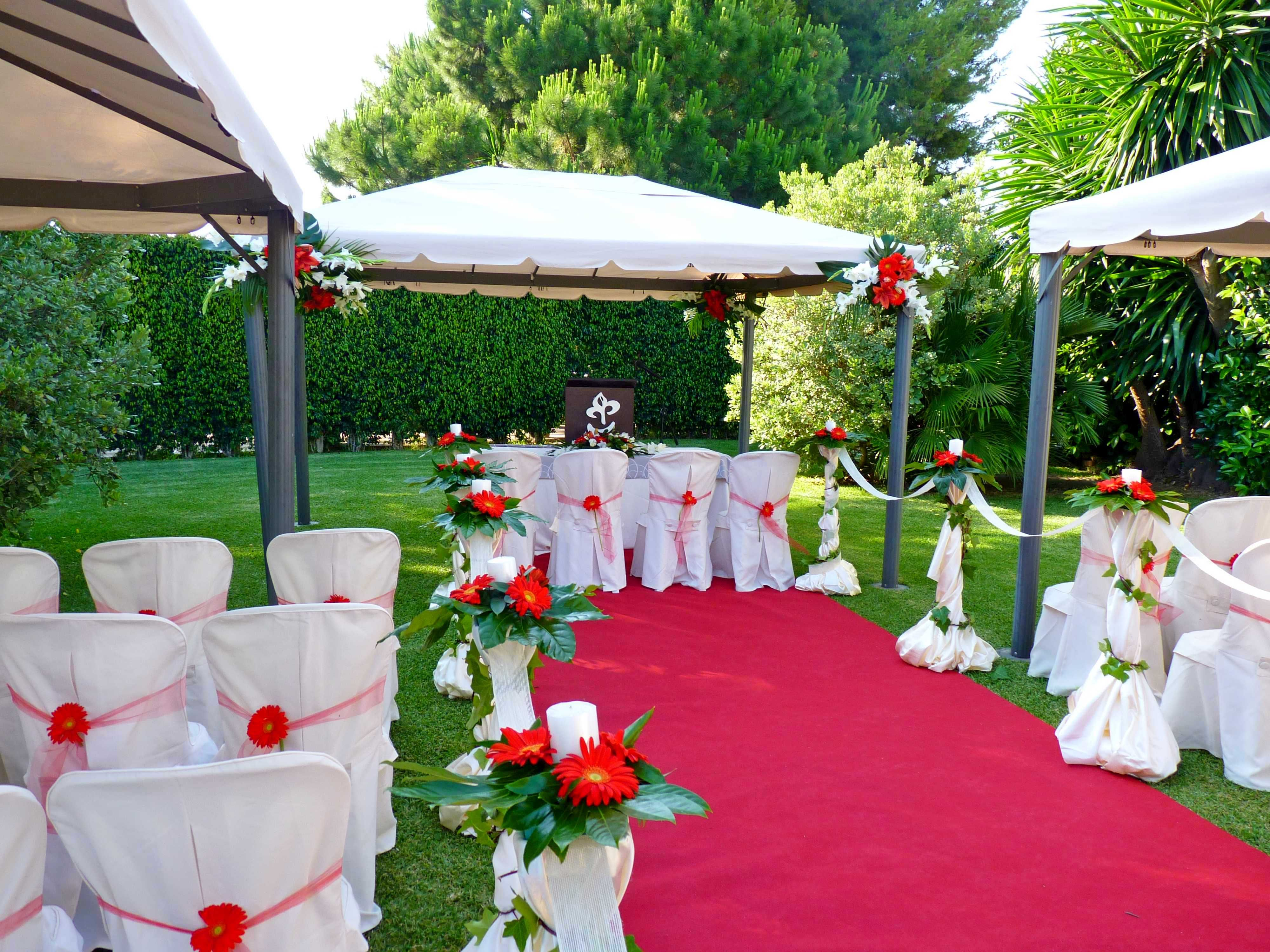 Very Simple, Yet Elegant White Mandap Perfect For An Outdoor