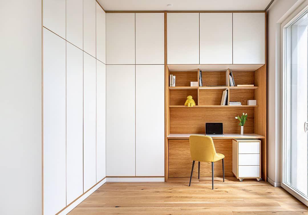 Ines Interieurfotografin On Instagram Einen Hellen Arbeitsplatz In Einem Schlafzimmer Einer 2 Zimmer Wohnung Zeig Ich Eu In 2020 2 Zimmer Wohnung Interieur Wohnung