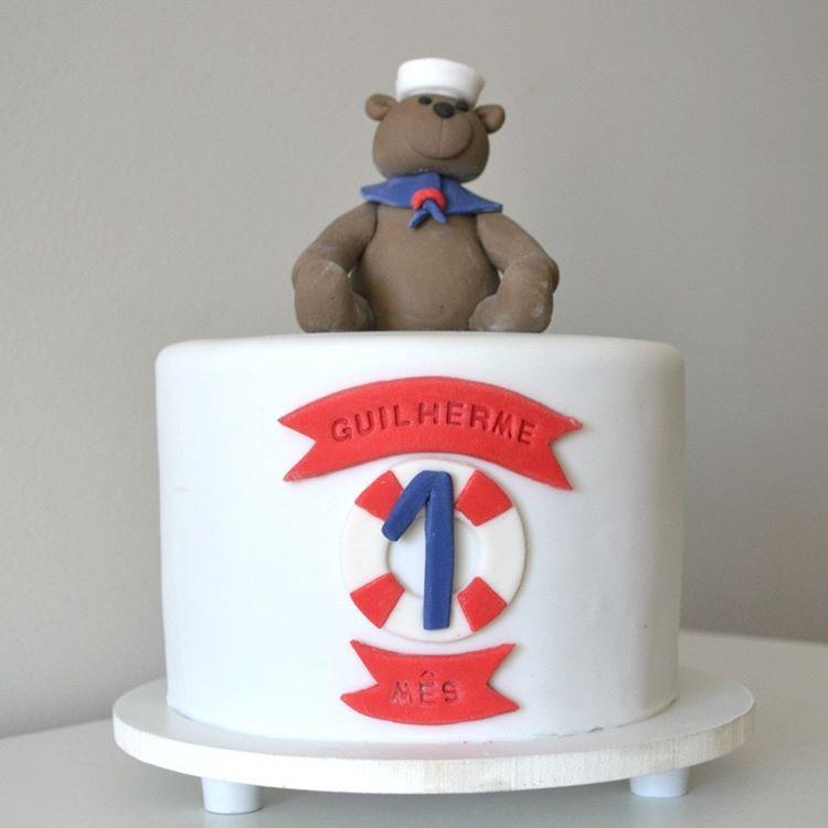 Teve ursinho marinheiro para comemorar o 1º Mesversário do bebê Guilherme❤️⚓️ . Orçamentos e encomendas  Whatsapp: (11) 96882-2623  E-mail: contato@bolosdacintia.com . #bolosdacintia #bolo #mesversario #bolodemesversario #ursinho #marinheiro #navy #nautical #cake #nauticalcake #teddybear #1mes #1month #instacake #cakedesign #cakedecorating #cakeboss #boloinfantil #pastaamericana #fondant