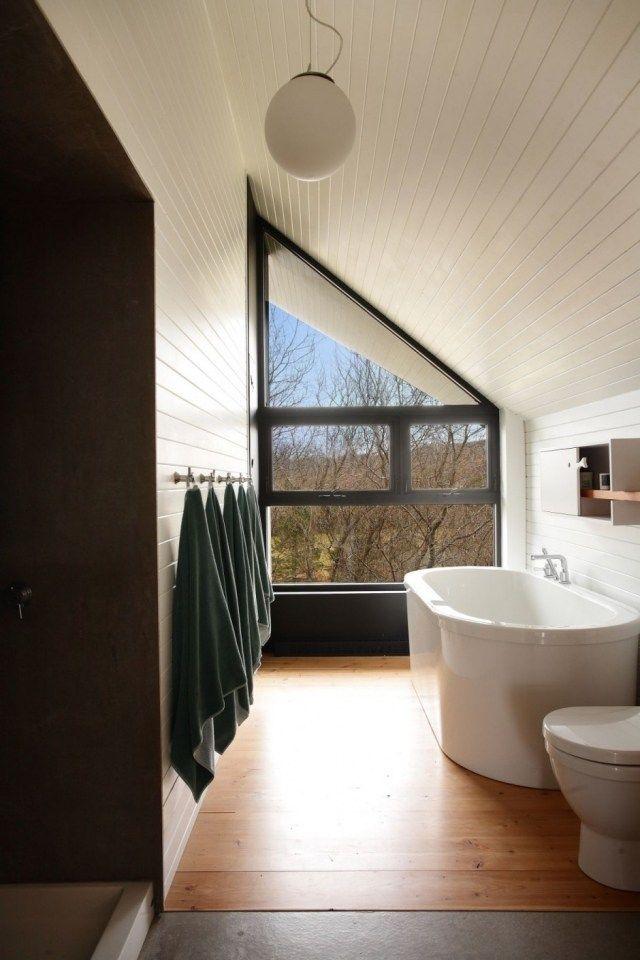 Badezimmer Bilder Ideen Dachschräge Verkleidet Laminatholz Badewanne