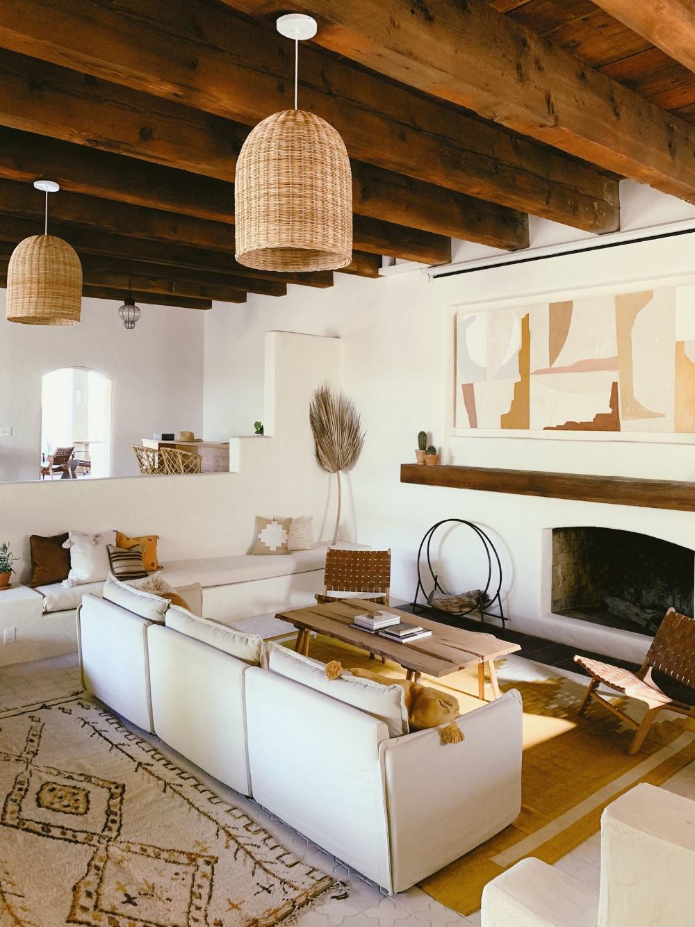 Une Auberge Transformee En Maison D Hotes Boheme En 2020 Maison D Hotes Salons Minimalistes Maison