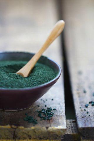 Espirulina - El alga capaz de erradicar el hambre que muchos denominan oro azul y que ofrece tantos beneficias como posibilidades de cocinarse.