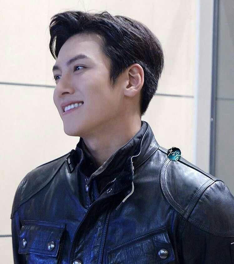 Pin By Jahaira Mahomie On Jcw Ji Chang Wook Smile Ji Chang Wook Photoshoot Ji Chang Wook Abs