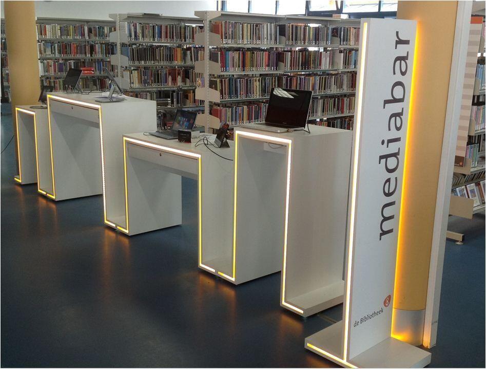 De #Mediabar in bibliotheek Haagse Beemden (Breda) past precies tussen de twee pilaren! Tot eind mei staat hij daar en kun je o.a. ereaders en tablets uitproberen.