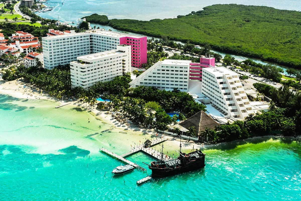 1736 all inclusive Oasis Palm  Funjet vacations Cancun