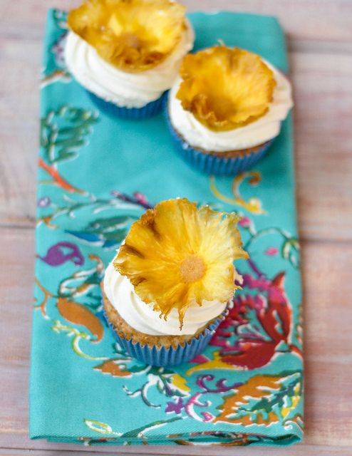 humminbird cupcakes dried pineapple flowers