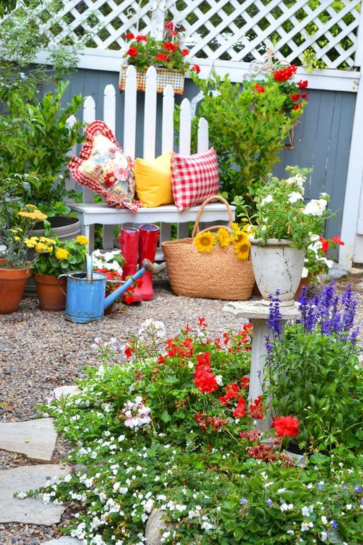 Nice 33 Awesome Diy Painted Garden Decoration Ideas For A Colorful Yard Https Coachdecor Com 33 Awes Summer Garden Garden Decor Low Maintenance Garden Design