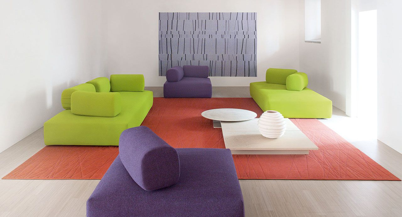 Ribbon Large Seating Pieces Which Can Be Completed By Free Single Backrests That Can Be Positioned On The Seating Platforms As Desired Allowing For Comp インテリア