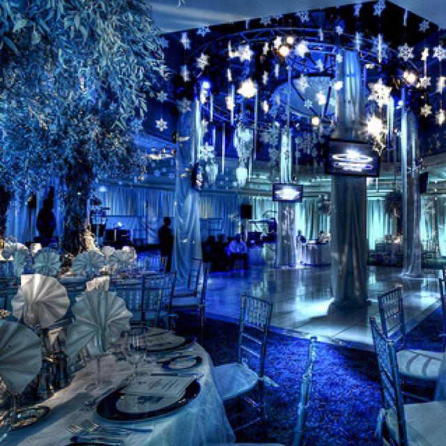 Winter Wonderland Wedding Ideas: Blue & White Combo With Dim Lighting Gives A Nice Cool