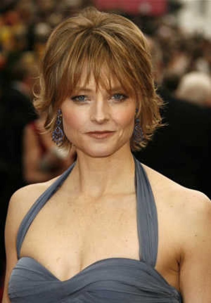 I Like This Hairstyle For An Older Woman Jodie Foster Looks Really Lovely At Age 51 Short Hair With Layers Hair Styles For Women Over 50 Thick Hair Styles