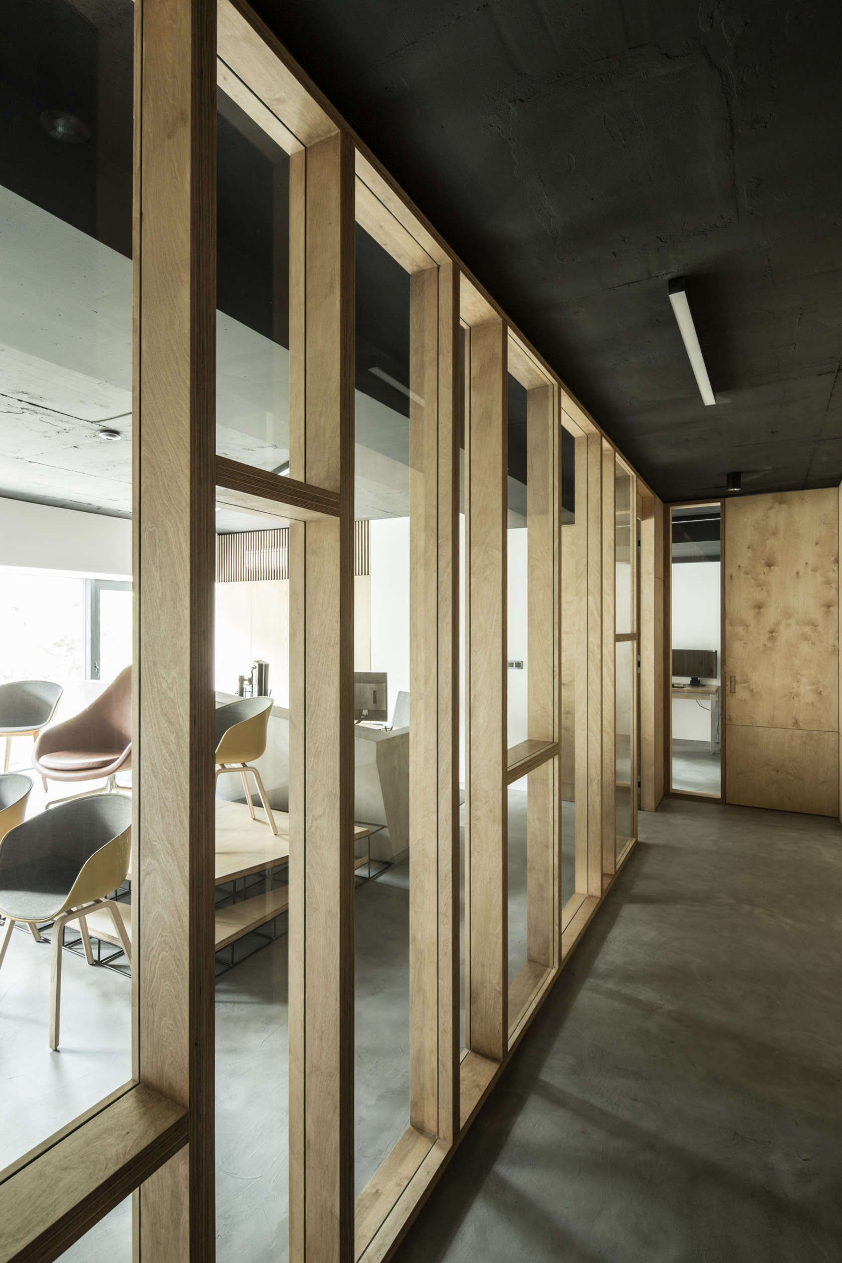 The Interior Of A Postproduction Studio Framehouse Is Located In A  # Neat Muebles Merida