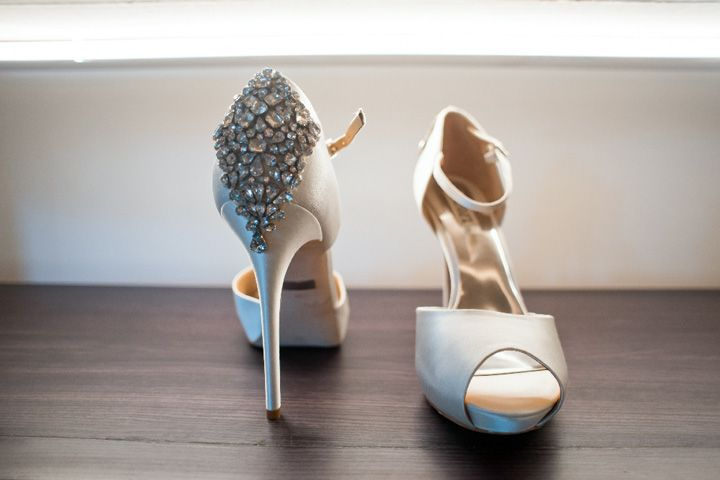 Bridal heels for beachside wedding | itakeyou.co.uk #weddingshoes #bridalshoes #glamwedding