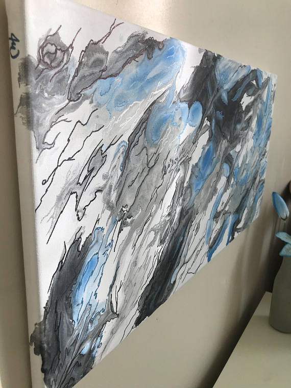 This Fluid Pour Acrylic Painting With Metallic Pen Accents Mimics The Appearance Of A Slate Of Marble Great For Minimalistic Abstract Abstracto Pinturas Arte