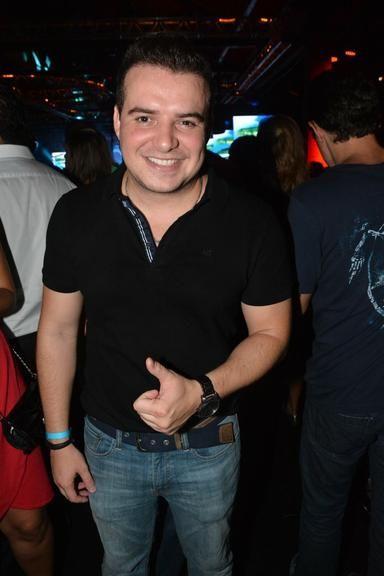Zilu e Júnior Lima vão a show de Chitãozinho e Xororó em São Paulo