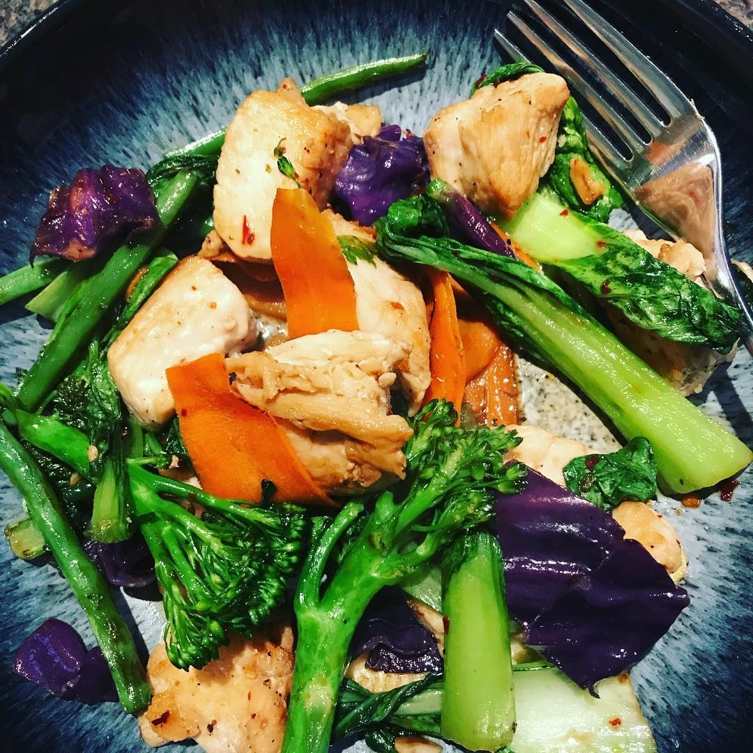 Chicken and vegetable stir fry with ginger  #protein #healthyfood #healthyoptions #lowfatdiet #lowfatmeals #instafood #foodporn #instafoodie #foodie #lovefood