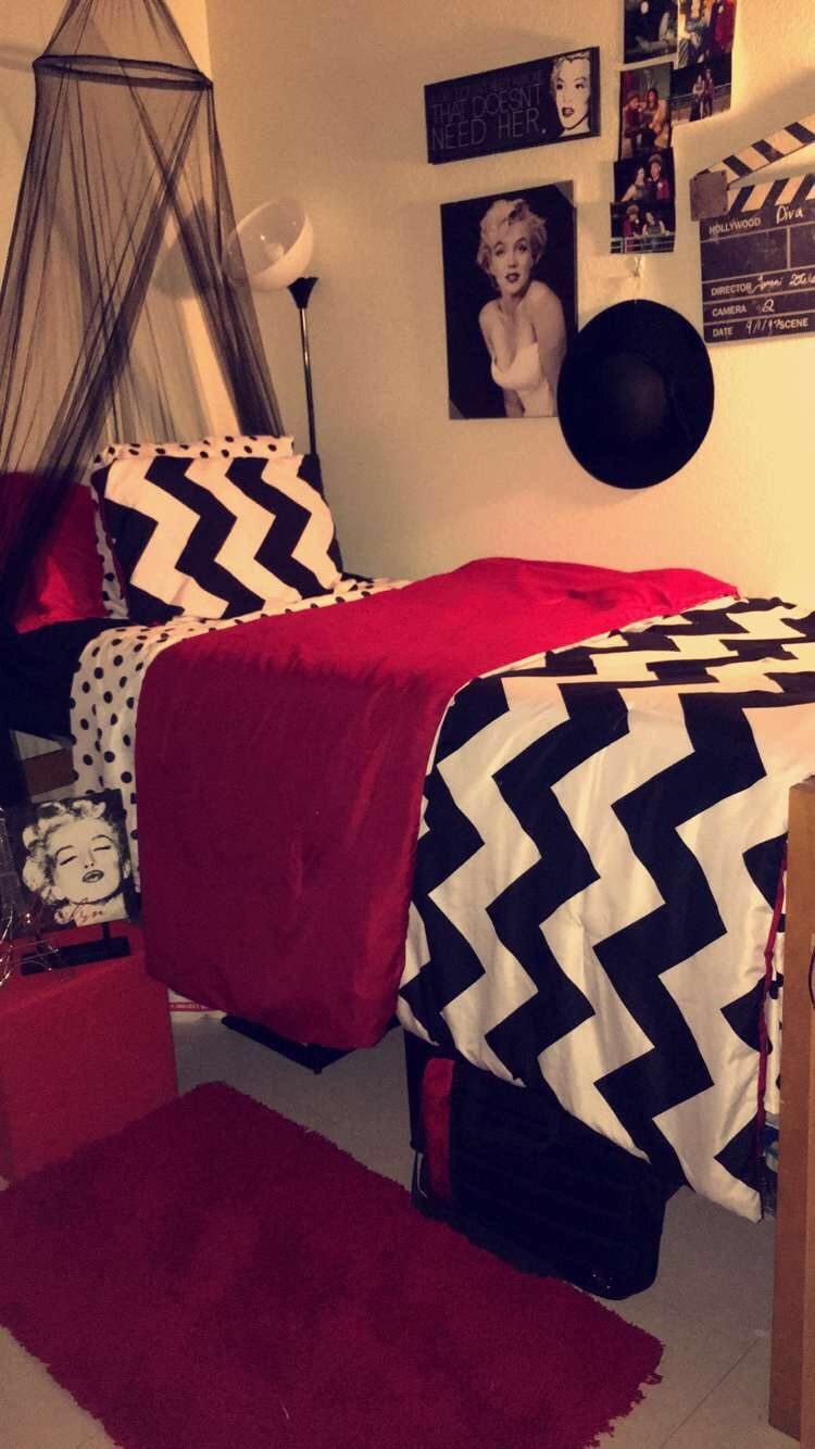 Marilyn Monroe Theme Paris Theme Dorm Room With Images Hollywood Theme Bedrooms