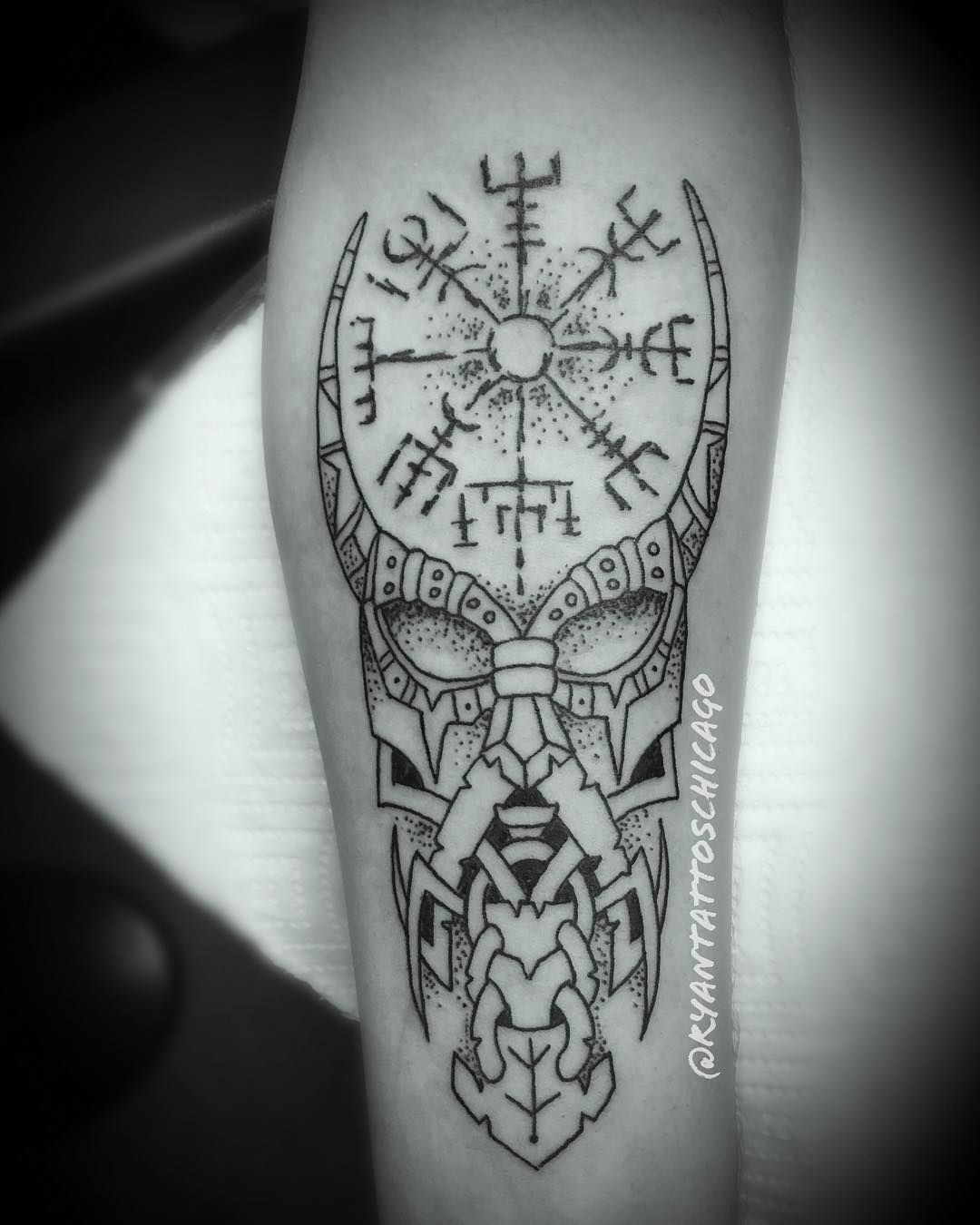 Fun Little Blackwork Vikingtattoo From A While Back Just Forgot To Post Thanks For Lookin Chicagotattooartist In 2020 Viking Compass Tattoo Sleeve Tattoos Tattoos