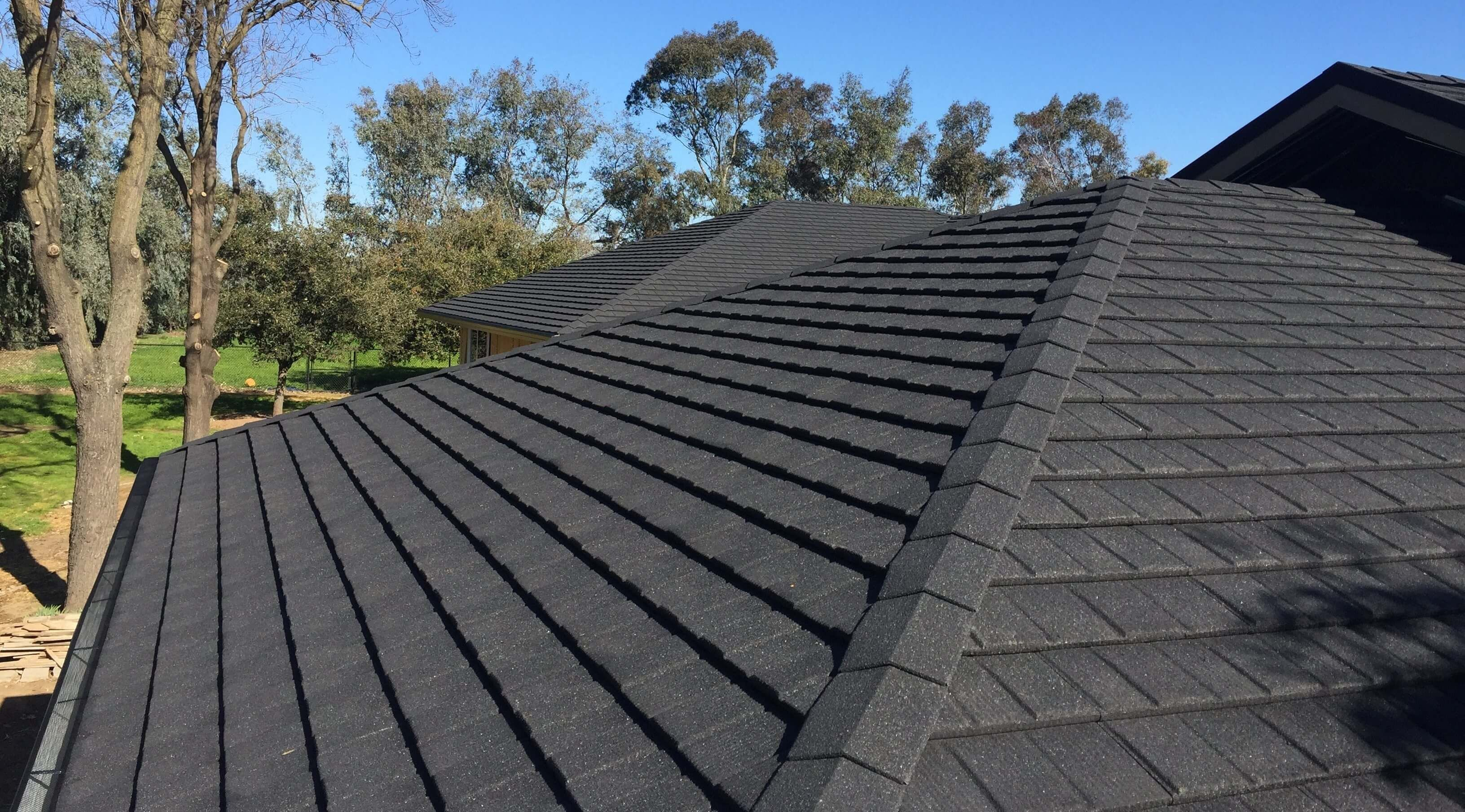 Contact Our Professional Roofer Who Offers Roof Repair Service In Los Angeles We Are Known As The Best Roofer In The Stat In 2020 Roof Repair Roof Installation Roofer