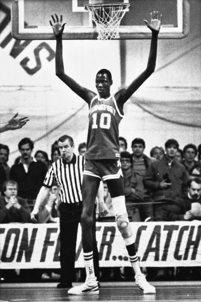 Pin By Tony Di On Inspiration Manute Bol Basketball Pictures Basketball Legends