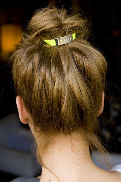Neon elastic bracelet in hair - cute.
