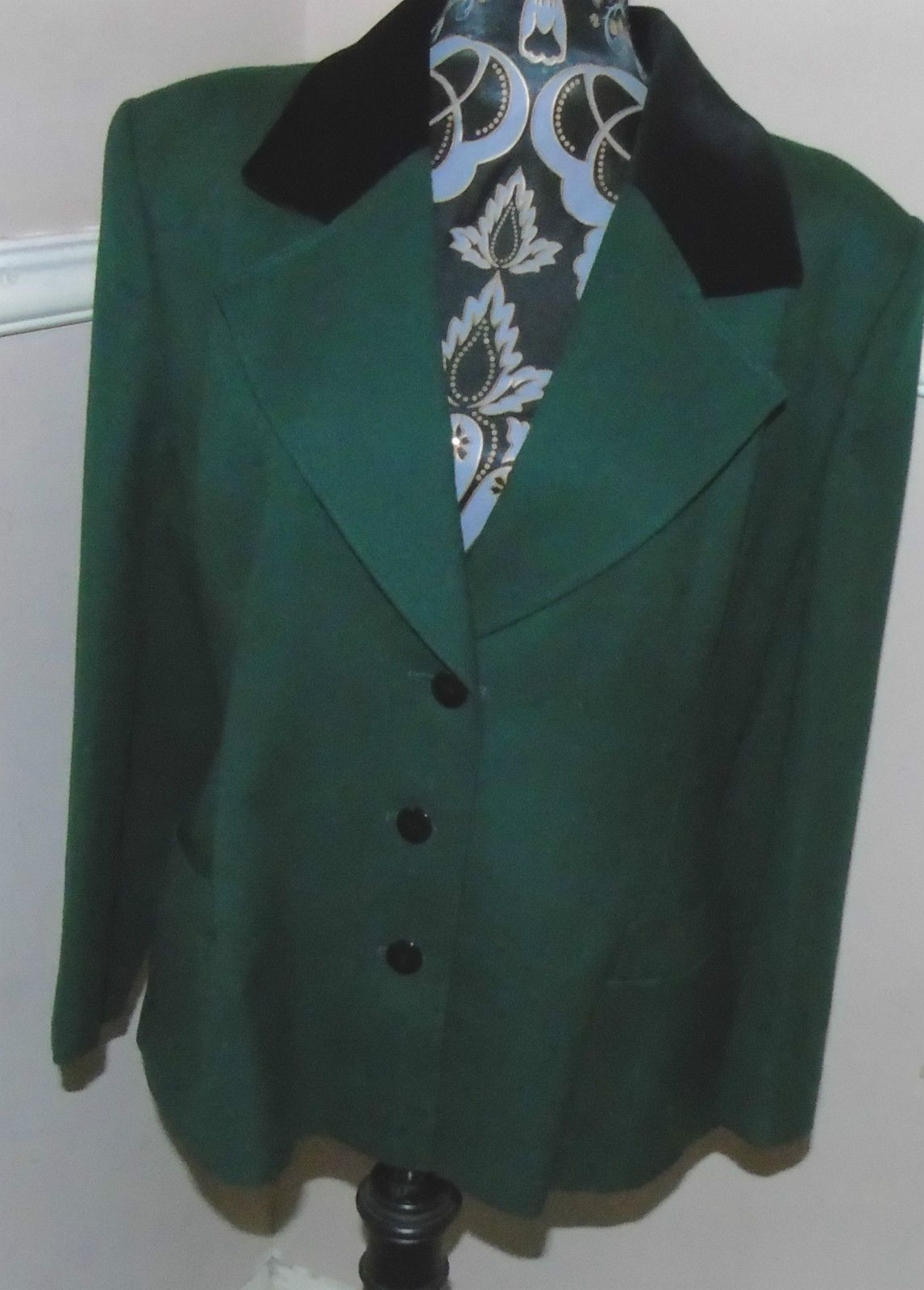 f998a3714bb WINDSMOOR LADIES GREEN PURE NEW WOOL FITTED JACKET COAT 12 14 VELVET COLLAR