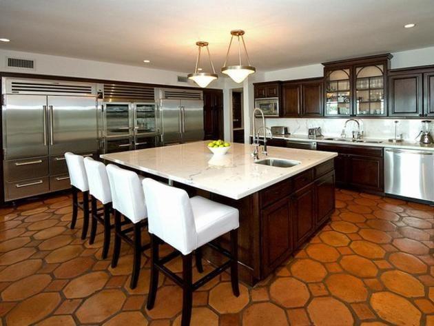 Cher'S Miami Beach Home: Gourmet Kitchen Ideal For Entertaining