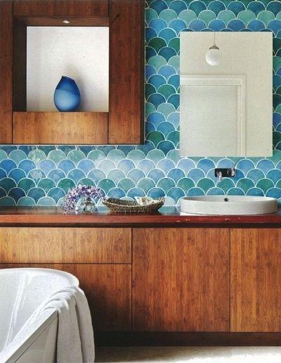 Badezimmer, Braunes Holz, Fischschuppen Mosaik, Aqua, Türkis, Blau