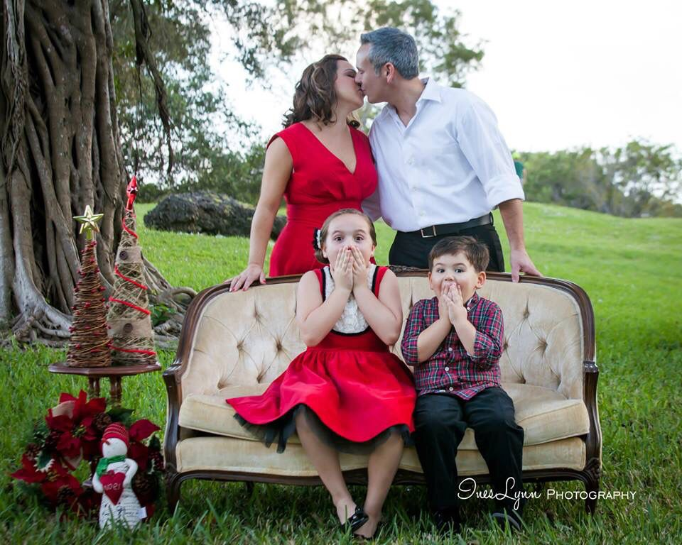 Christmas family portrait outdoor photography vintage sofa photography christmas mini session children