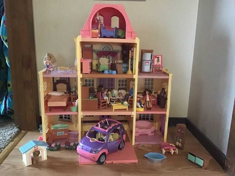 doll house with all of the amenities that your child could dream of rh pinterest com