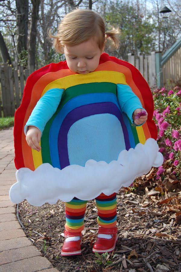 Em homenagem à escola arco-íris, uma fantasia de arco-íris!!! Fofura maior, impossível!!!!!