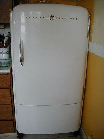I love this fridge. Reminds me of the one my great grandpa and ...