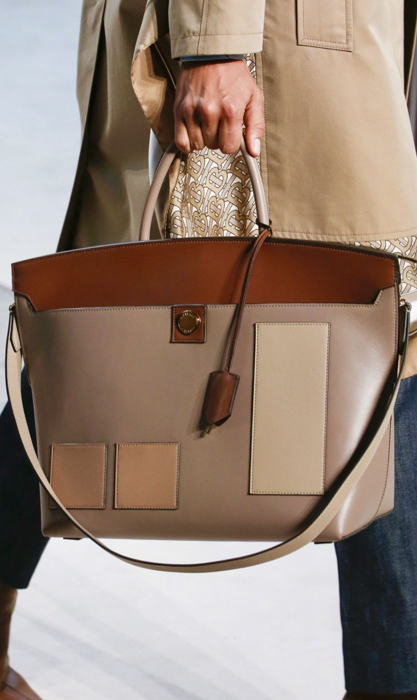 d90884faa7d Burberry spring 2019 Clutches, Messenger Bag, Purses And Bags, Trends,  Burberry Bags