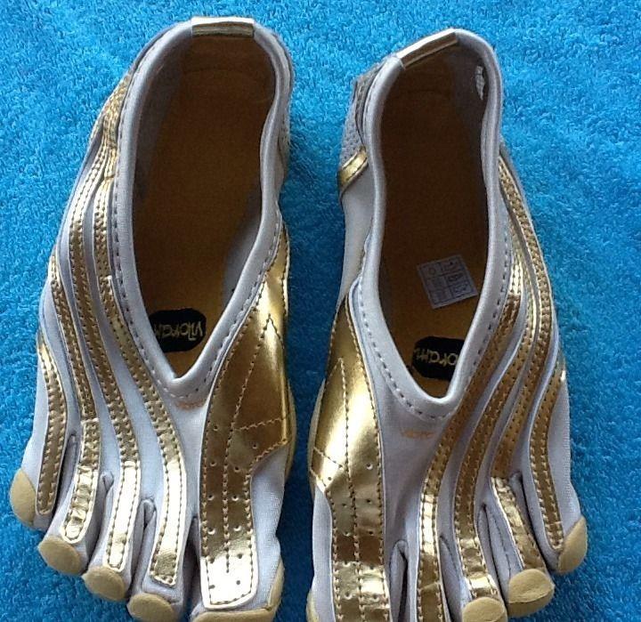 best service 4a6e1 00a10 Vibram Five Fingers Womens Jaya LR W154 Gold And White Size 6 1 2 7 37