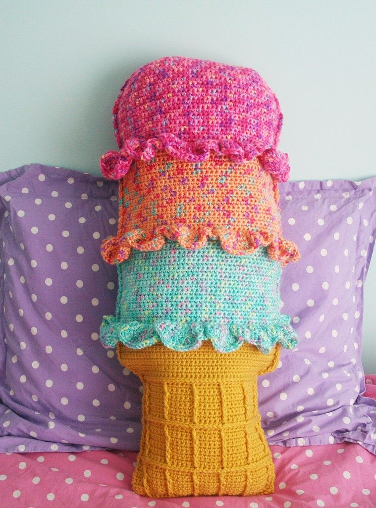 Free Crochet Pattern: Rainbow Sherbet Throw Pillow - Twinkie Chans ...
