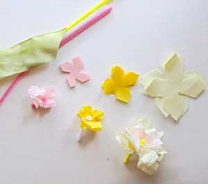Mini tissue paper flowers cre8ive flowers diy pinterest mini tissue paper flowers mightylinksfo Image collections