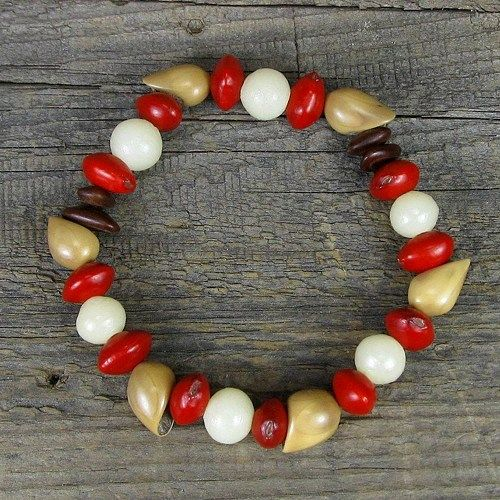 Tropical seed stretch bracelet with seeds from the