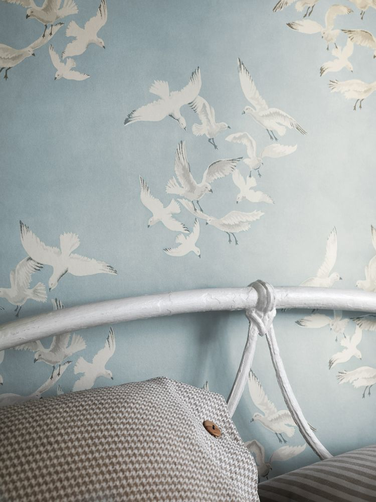 Inspired by an archive fabric print, flocks of seagulls by Sanderson is perfect #wallpaper for a seaside look.