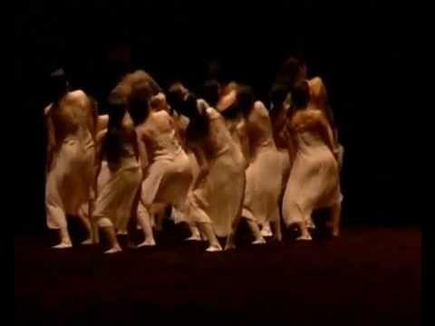 Pina Bausch - Le Sacre Du Printemps Crée au théâtre des Champs-Élysées à Paris, le 29 mai 1913. Ballet composé par Igor Stravinsky et chorégraphié originellement par Vaslav Nijinski pour les Ballets russes de Serge de Diaghilev.