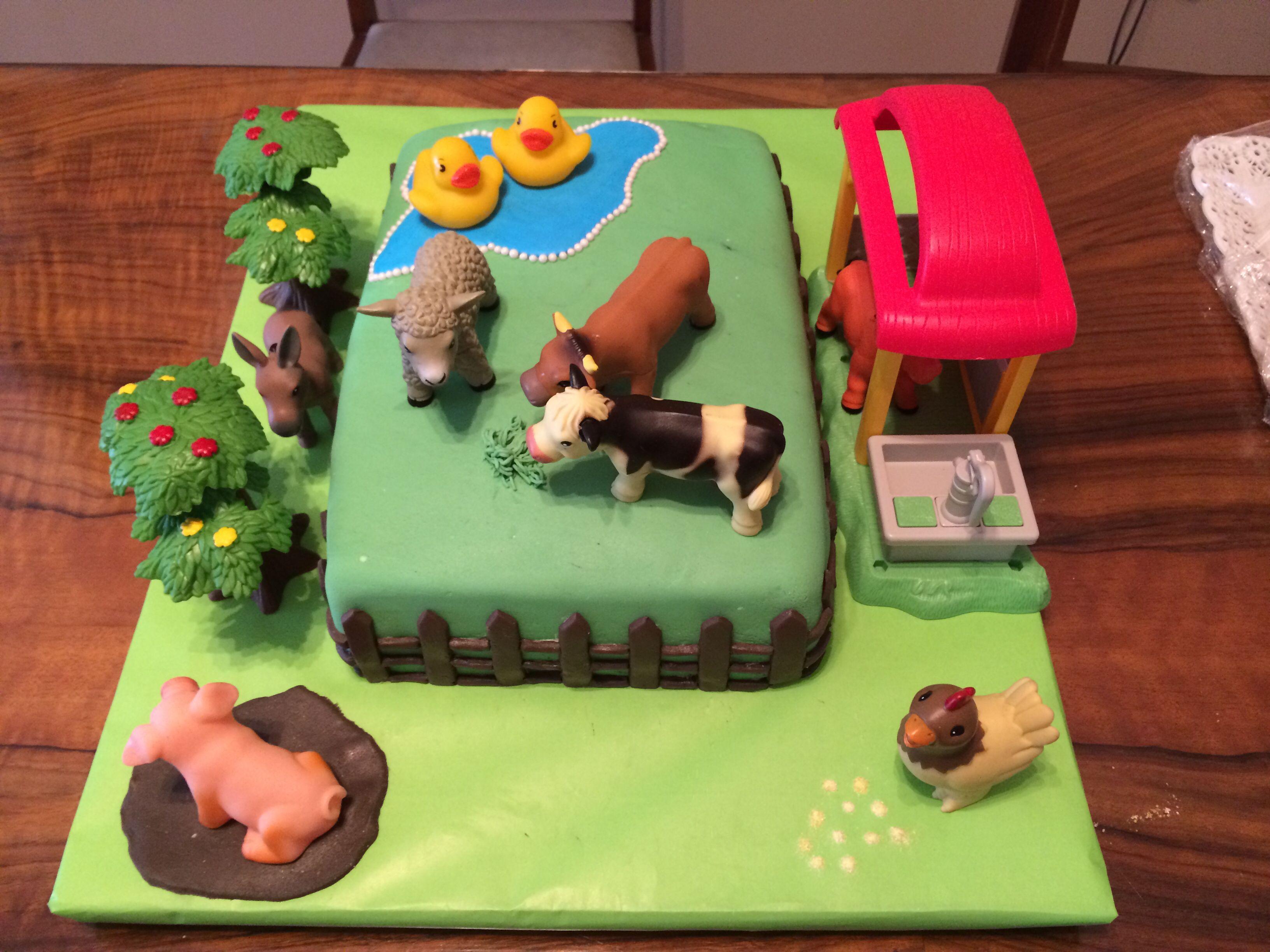 Torta infantil: granja! Cake de banana con crema suiza de mandarina by #mufflinks